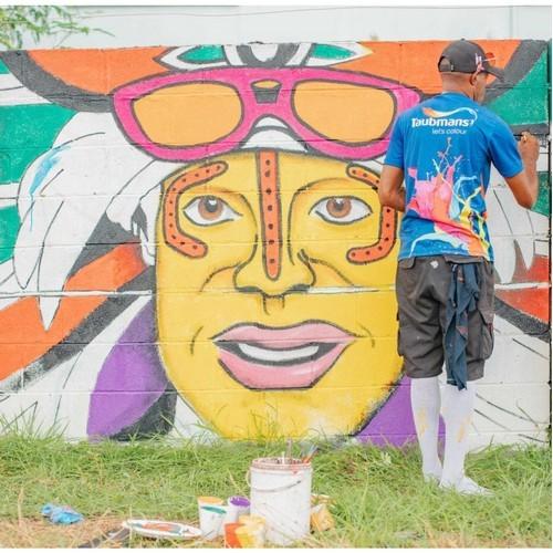 Стометровая фреска в Порт-Морсби, Папуа-Новая Гвинея