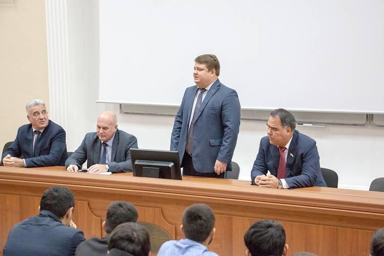Выступает ректор Косьянов