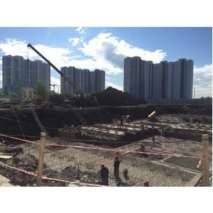 На стройплощадке ЖК КосмосStar в Санкт-Петербурге приступили к установке башенного крана