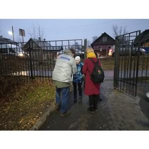 Активисты ОНФ в Карелии раздали детям и их родителям светоотражающие наклейки