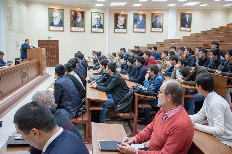Таджикские студенты МГРИ-РГГРУ на встрече с губернатором Раджаббоем Ахмадзодой