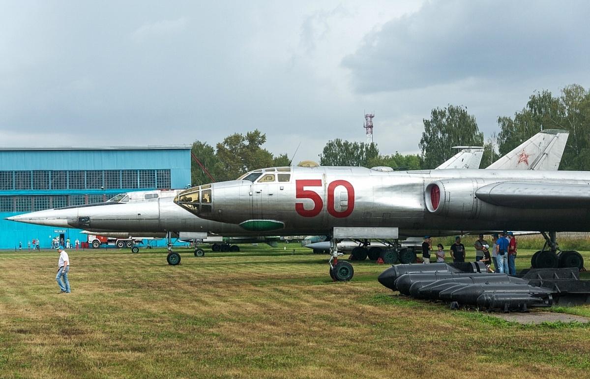 Экспонаты музея ВВС в Монино на открытой территории.