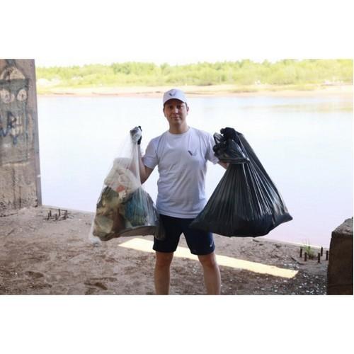 ОНФ в Коми отметил День эколога субботником на берегу реки Сысолы