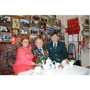 Смоленские таможенники поздравили ветерана с 23 февраля
