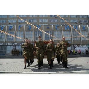 Под звуки «Вальса Победы» горожане танцевали вместе с УрГЭУ
