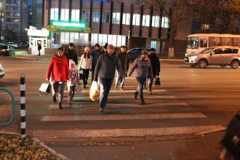 Активисты ОНФ в Мордовии раздали пешеходам Саранска световозвращающие фликеры
