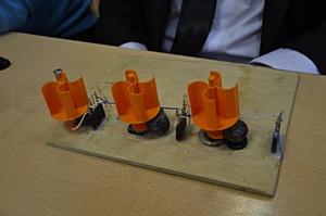 В Романовской школе начинающие ученые показали робота, левитрон и вывели новые  формулы