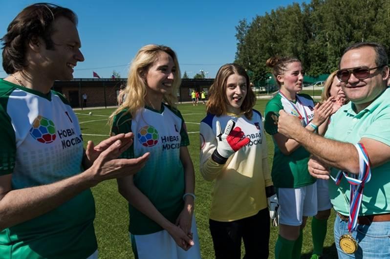 Мэр Москвы посетил футбольную игру женских любительских сборных «Синергия» и «Новая Москва».