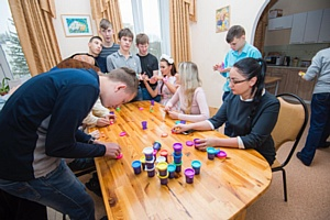 Toy.ru, Илгизя Шарафиева и Эвелина Блёданс посетили ГКУ ЦССВ Кунцевский