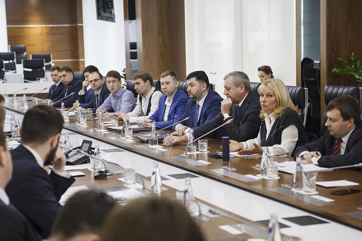 Денис Мантуров предложил сформировать системную основу для притока молодёжи в инженерные профессии