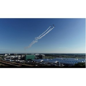 Пилоты с неба поздравили врачей с праздником