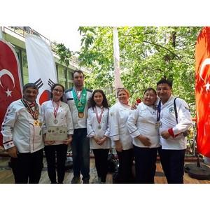 Школьники привезли серебро по кулинарному искусству в Россию