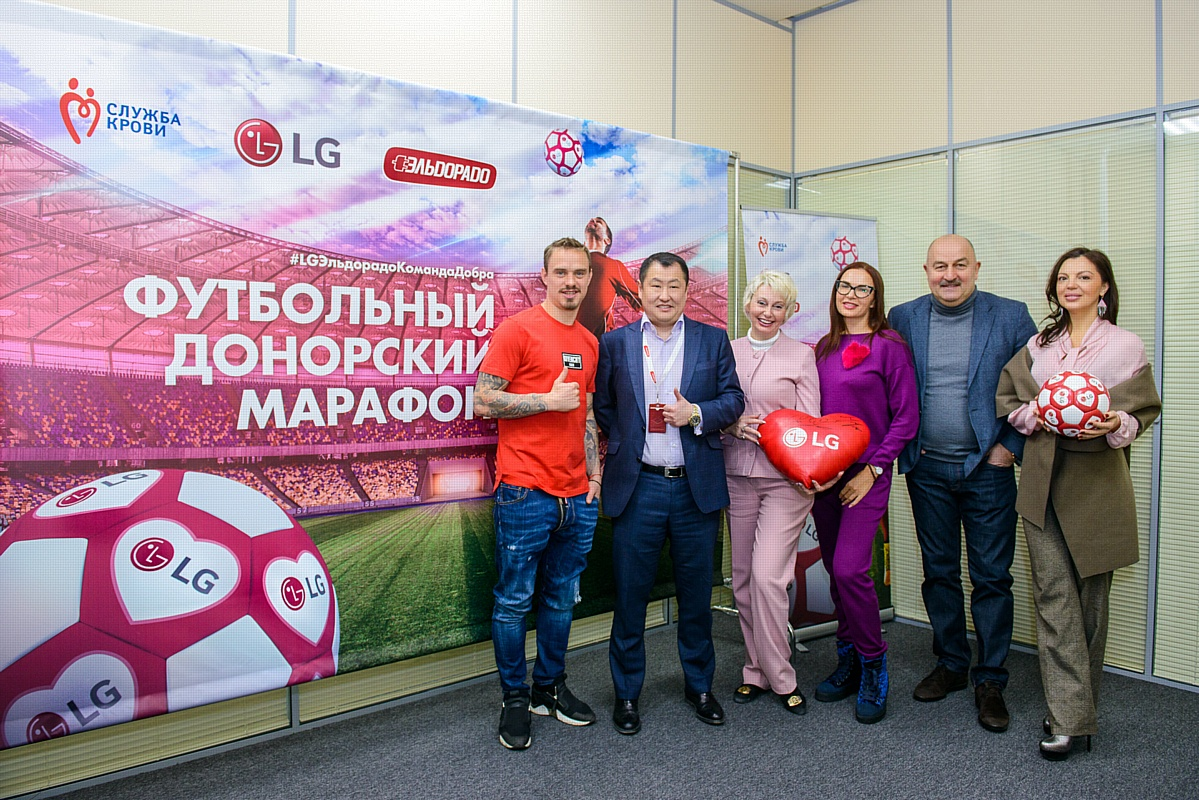 Футбольный день донора при участии Станислава Черчесова, Андрея Ещенко и Ксении Коваленко