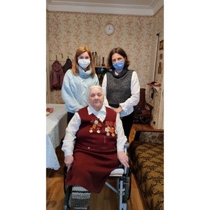 Волонтёры Орёлэнерго навестили ветерана  Лидию Ботову