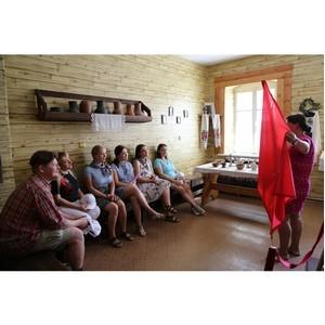 В День флага волгоградские активисты ОНФ провели акцию в музее «Старая Сарепта»