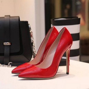 Как женщины выбирают обувь?