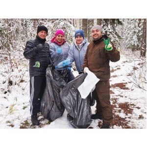 Активисты ОНФ в Коми помогли очистить от мусора берег реки Вычегды