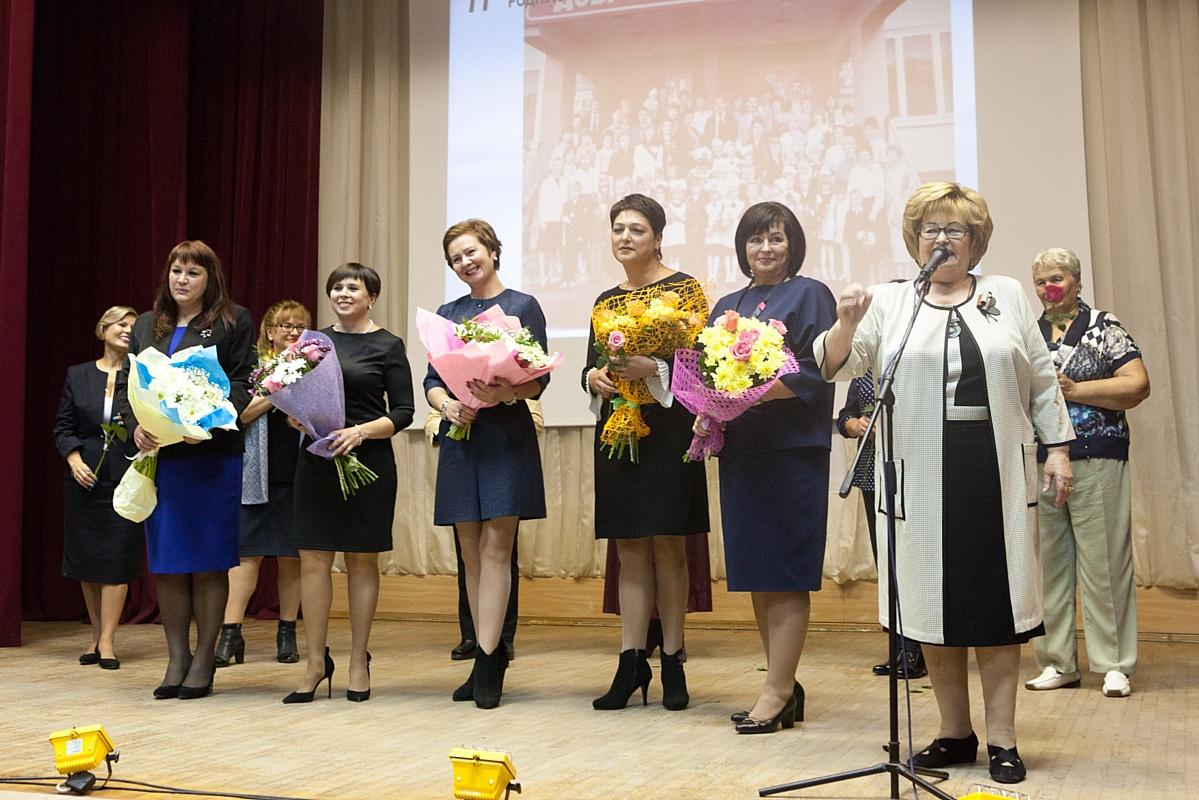 Стойленский ГОК поздравил подшефную школу с юбилеем