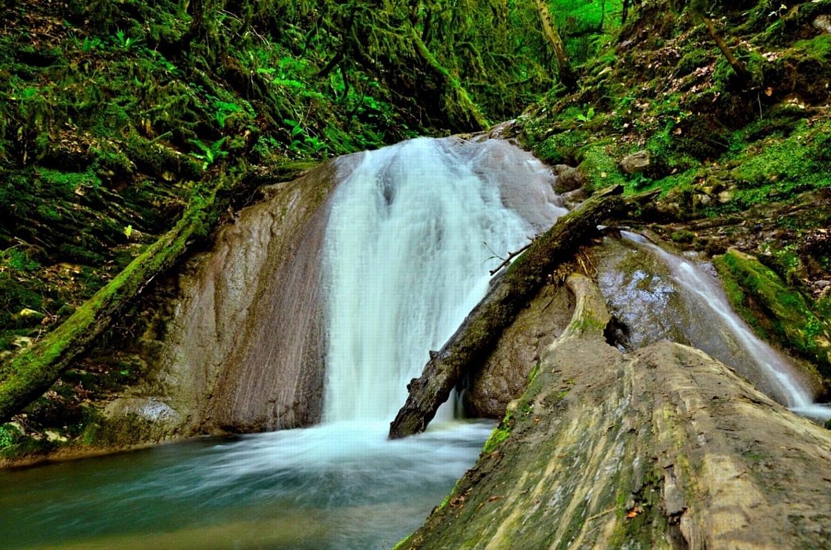 Долина «33 водопада» в ущелье Джегош