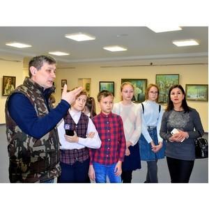Будущие художники посетили выставку Дома дружбы Чувашии «Озарение»