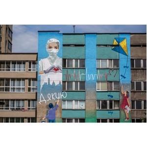 Благодарность врачам: Sadolin нарисовали мурал на фасаде во Львове