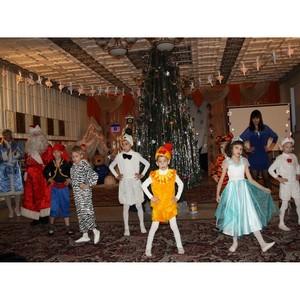 Сотрудники ОАО «Кузбассэнергосбыт» поздравили с Новым годом воспитанников детского дома «Колосок»