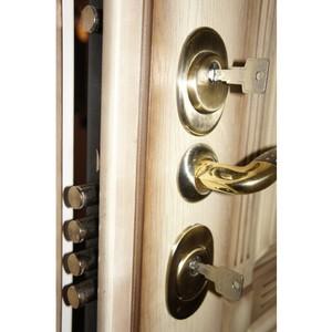 Установка замков входной металлической двери