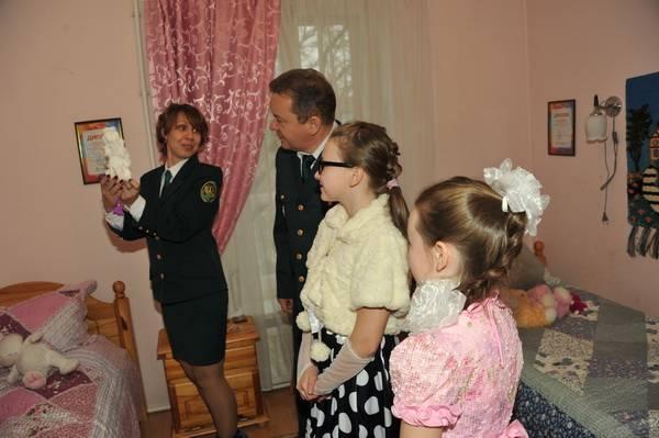 В лучших традициях службы - Смоленские таможенники посетили  подшефный детский дом