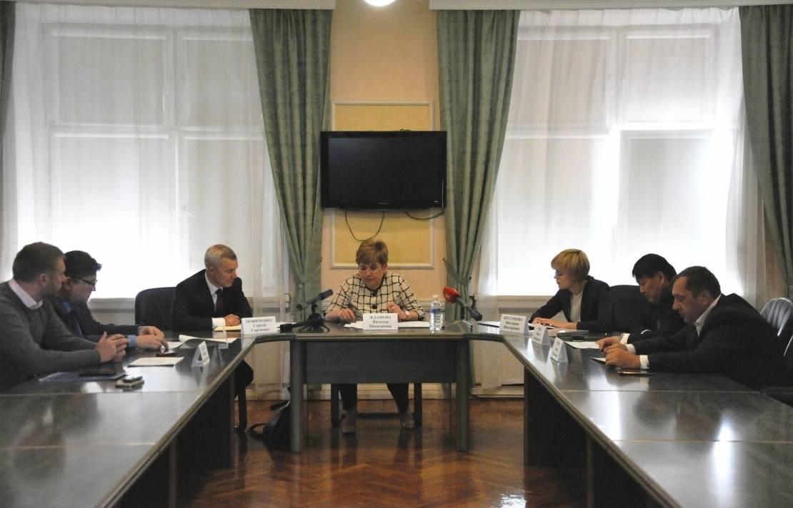 Участники встречи слева направо: РСПП, ТПП, Минэконом, губернатор, бизнес-омбудсмен, Опора России, Деловая Россия