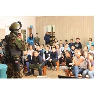 Росгвардейцы провели урок мужества для детей ЦДО по г. Кызылу